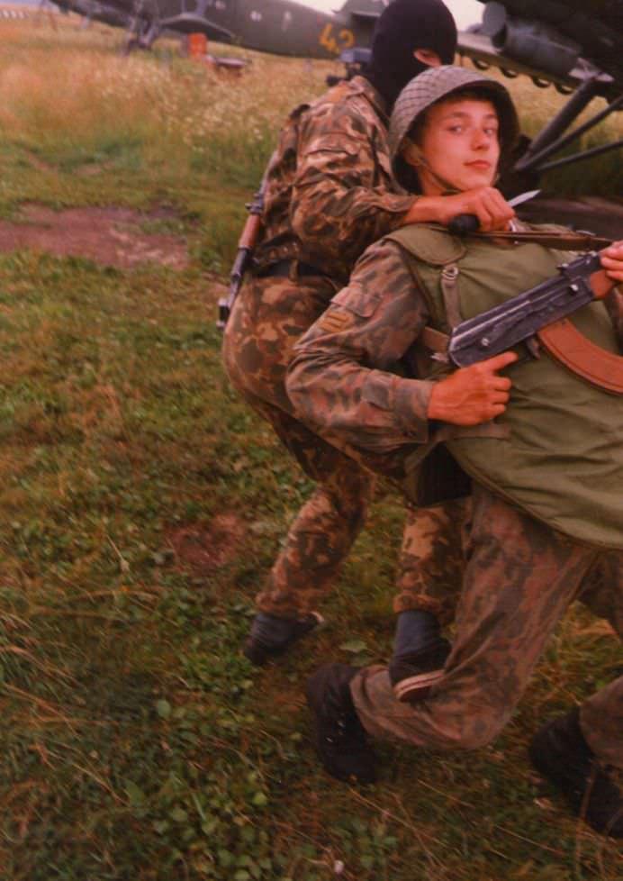 Cum sunt pregatiti COPIII RUSI pentru a face fata oricarui INAMIC!1