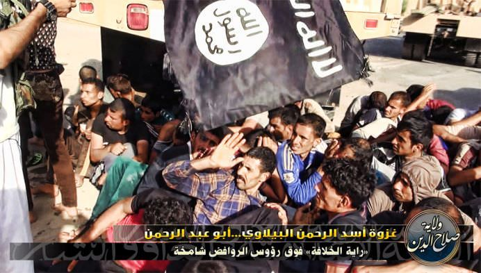 IMAGINI SOCANTE cu executiile a zeci de militari irakieni capturati de gruparea SIIL, afiliata AL-QAIDA!14