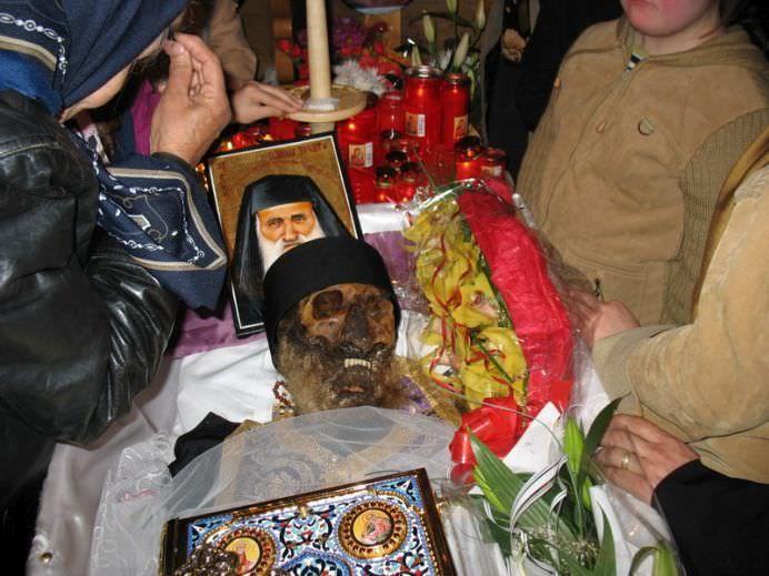 In ce stare a fost gasit trupul Parintelui exorcist Ilarion Argatu la sapte ani de la inmormantare Era intreg si frumos mirositor!2