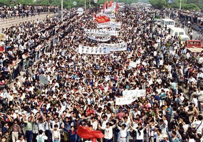 Nu se va uita niciodata! S-au implinit 25 de ani de la MASACRUL DIN PIATA TIANANMEN! FOTO + VIDEO3