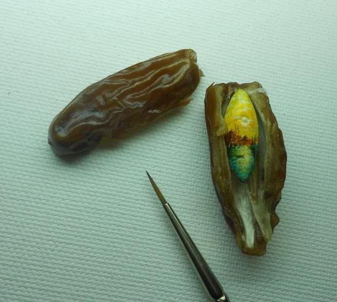 PICTURI INCREDIBILE realizate pe alimente si obiecte minuscule! Cum poate face asta15