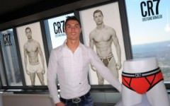 Fotbalistul Cristiano Ronaldo si-a lansat prima linie de incaltaminte