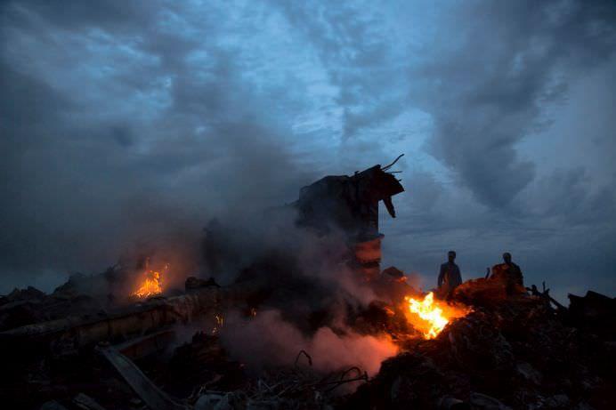 IMAGINI DRAMATICE cu AVIONUL Malaysia Airlines DOBORAT in UCRAINA! FOTO