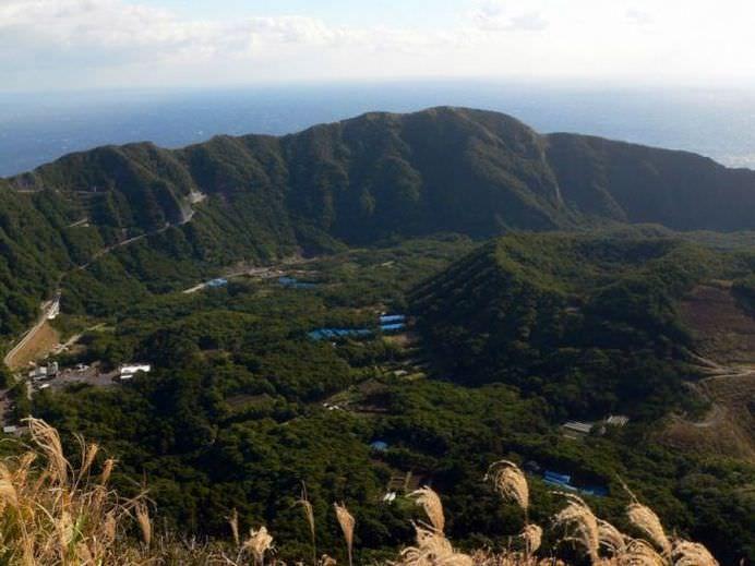 IMAGINI care prezinta VIATA celor peste 200 de japonezi care traiesc in interiorul unui vulcan activ!10