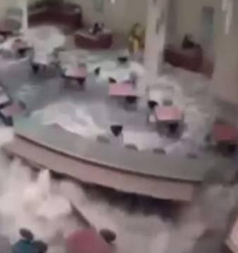 O cantina dintr-un spital american este distrusa pe loc de o VIITURA! VIDEO
