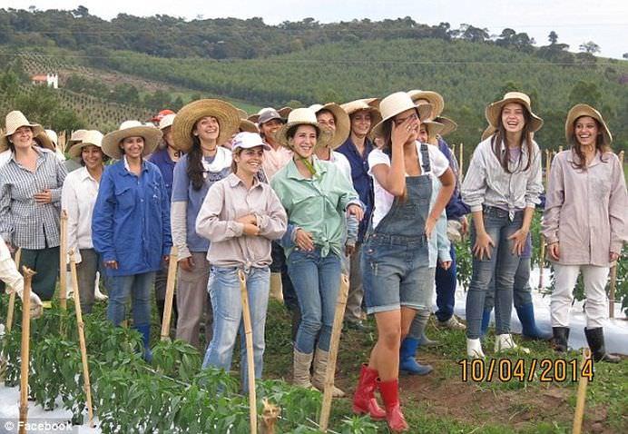 Toti BURLACII sunt invitati in RAIUL BARBATILOR! Cum arata ORASUL populat numai de femei!2