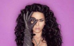 O artista romanca de succes a ajuns marioneta Illuminati! Ce mesaje secrete transmite artista?