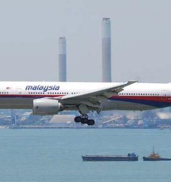 BLESTEMUL Malaysia Airlines LOVESTE din nou! Un AVION a fost intors din drum din cauza unor DEFECTIUNI!