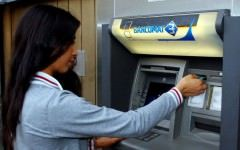 Cum esti FURAT la BANCOMATE! Ce se intampla in momentul in care scoti 100 de lei de la ATM?