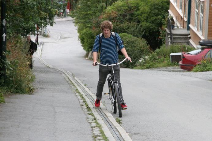 GENIAL! Aceasta este prima scara rulanta pentru biciclisti din lume!8